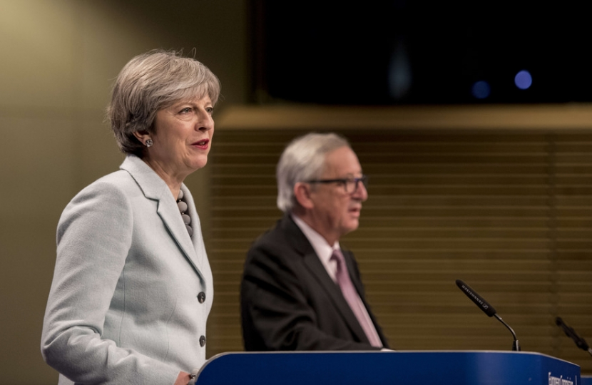 Theresa May Jean Claude Junker